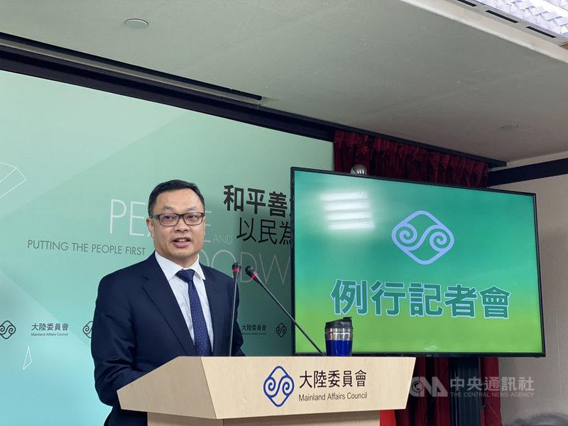 陸委會副主委陳明祺表示,「類包機」選擇到上海接返滯湖北國人,應是考量到便利性。他也指出,這次「類包機」是國人搭自己的航空返台,沒有涉及兩岸協商的問題。中央社記者賴言曦攝 109年3月26日