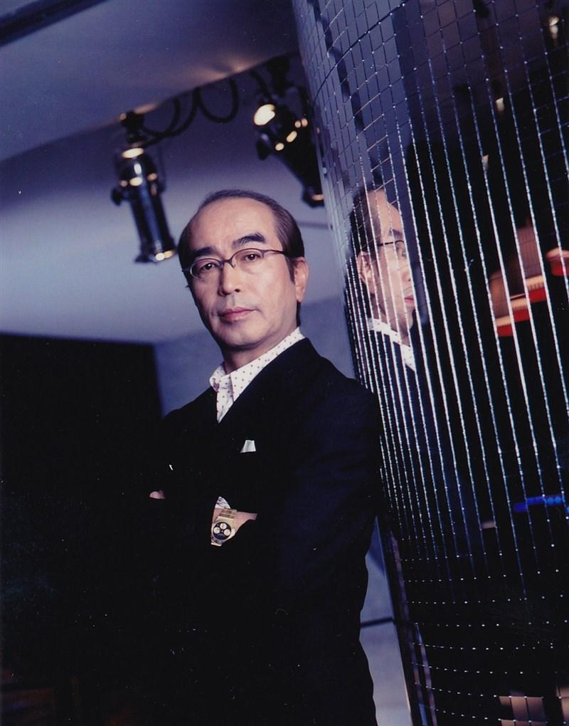 日本知名藝人志村健日前被醫生診斷出確診武漢肺炎住院治療,30日傳出他於29日病逝,享壽70歲。(圖取自facebook.com/kenshimura.global)