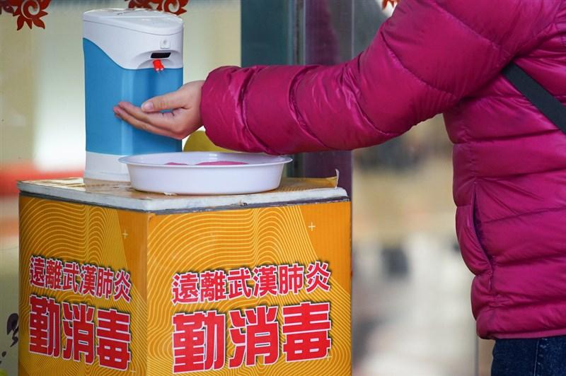 台南市立安南醫院精神科醫師蘇冠賓在論文中表示,武漢肺炎是高感染、低致命性的疾病,除戴口罩、勤洗手外,提高個人免疫力是防疫最重要的基礎。(中央社檔案照片)