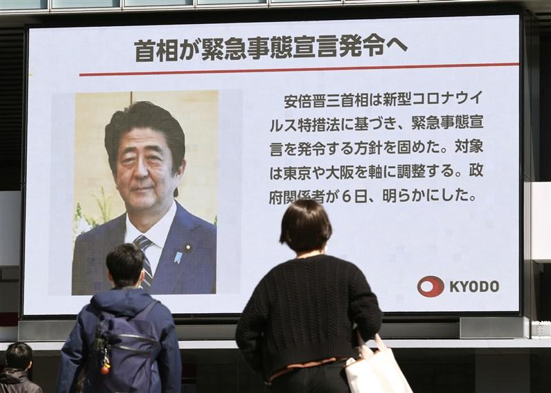 日本首相安倍6日將召集「基本因應方針等諮詢委員會」,徵詢目前是否已構成公布「緊急事態宣言」的要件。預料日本政府將在7日或8日公布「緊急事態宣言」。(共同社提供)
