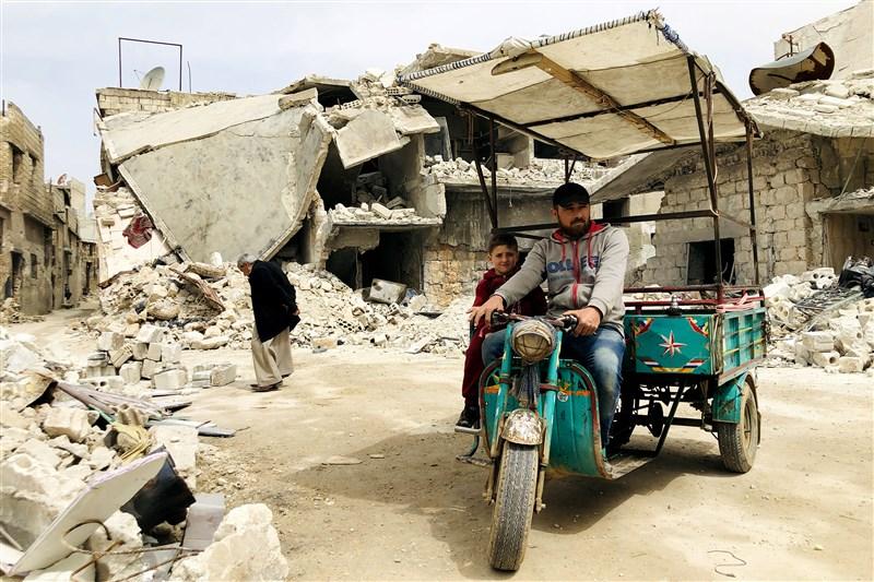 飽受內戰所苦的敘利亞難民得以回到伊德利布省後,因為缺乏水資源及肥皂,還需要面對武漢肺炎的威脅。(安納杜魯新聞社提供)