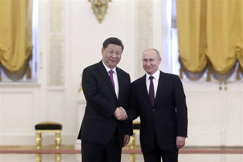 中共將於7月1日慶祝建黨百年,中國外交部宣布,中國國家主席習近平(左)計劃6月28日與俄羅斯總統蒲亭(右)視訊會晤。(中新社)