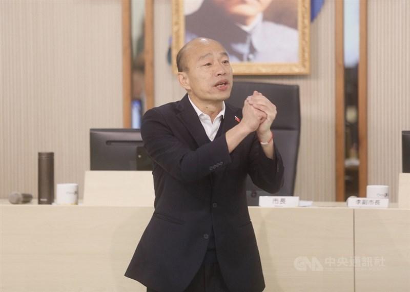 高雄市長韓國瑜18日證實在一個星期前同意出任國民黨中常委,他允諾當南部人的意見橋梁。(中央社檔案照片)