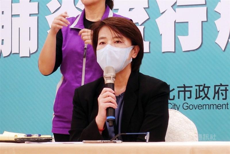 2019冠狀病毒疾病(COVID-19,武漢肺炎)疫情蔓延,海軍敦睦艦隊有24人確診,其中一人在台北市。副市長黃珊珊(圖)20日接受媒體聯訪時說,個案到過的6個場所均已消毒,且全程戴口罩,僅17日下午3時至4時與女友到桂林路家樂福的爭鮮餐廳用餐時,才把口罩拿下。中央社記者梁珮綺攝 109年4月20日