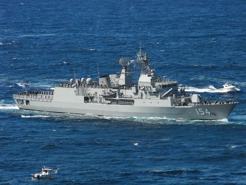 澳洲國防部表示,安薩克級巡防艦巴拉馬塔號(圖)過去數天與美國軍艦一同演習,穿越爭議不斷的南海地區。(圖取自維基共享資源網頁;作者Saberwyn,CC BY-SA 3.0)