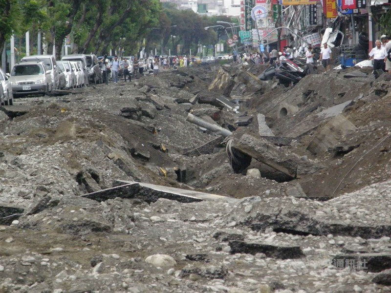 2014年發生的石化氣爆讓高雄遭遇重大災難,造成32人死亡、321人輕重傷。(中央社檔案照片)