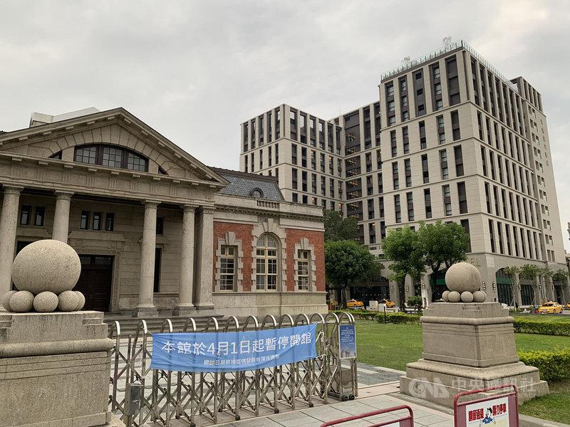 武漢肺炎衝擊各項產業,台南市政府觀光旅遊局表示,相較於去年3月同期,台南市旅館及飯店住宿明顯下滑。圖後方為台南市中西區煙波大飯店。中央社記者張榮祥台南攝 109年4月26日