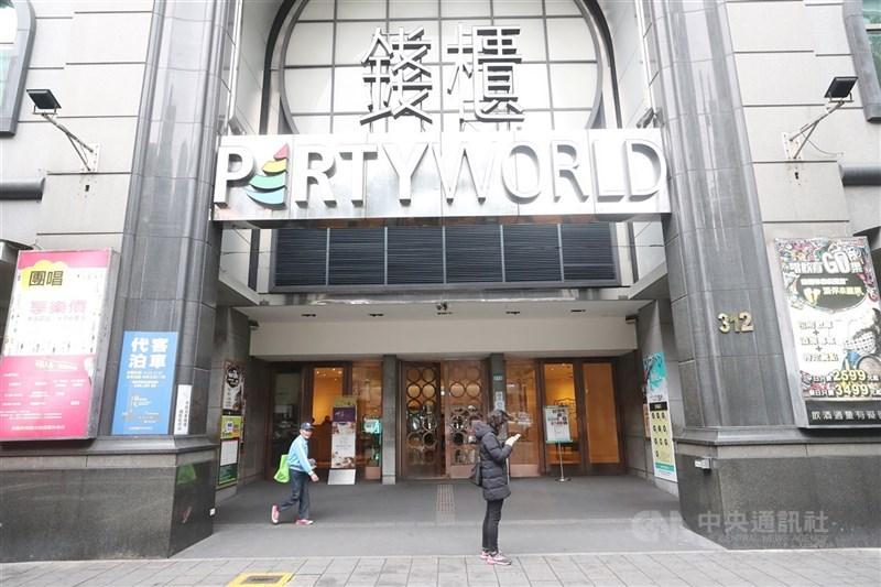 台北市林森北路錢櫃KTV 26日上午驚傳火警多人送醫。台北市副市長黃珊珊表示,會立即成立應變小組協助受災民眾,起火原因已進行調查。(中央社檔案照片)
