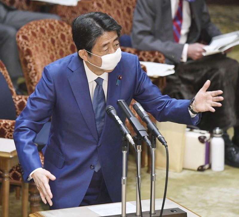 日本首相安倍晉三(圖)在參議院預算委員會上答詢有關台灣參與WHO的問題時表示,他曾直接告訴過世衛組織秘書長譚德塞此事,並強調病毒是不分國界的。(共同社提供)