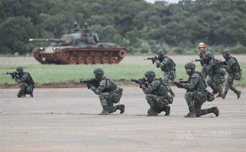 漢光36號演習將於7月展開,國防部長嚴德發4日表示,屆時除了一般戰訓科目外,也將驗證後備動員能力。圖為2019年漢光「反機降對抗操演」。(中央社檔案照片)