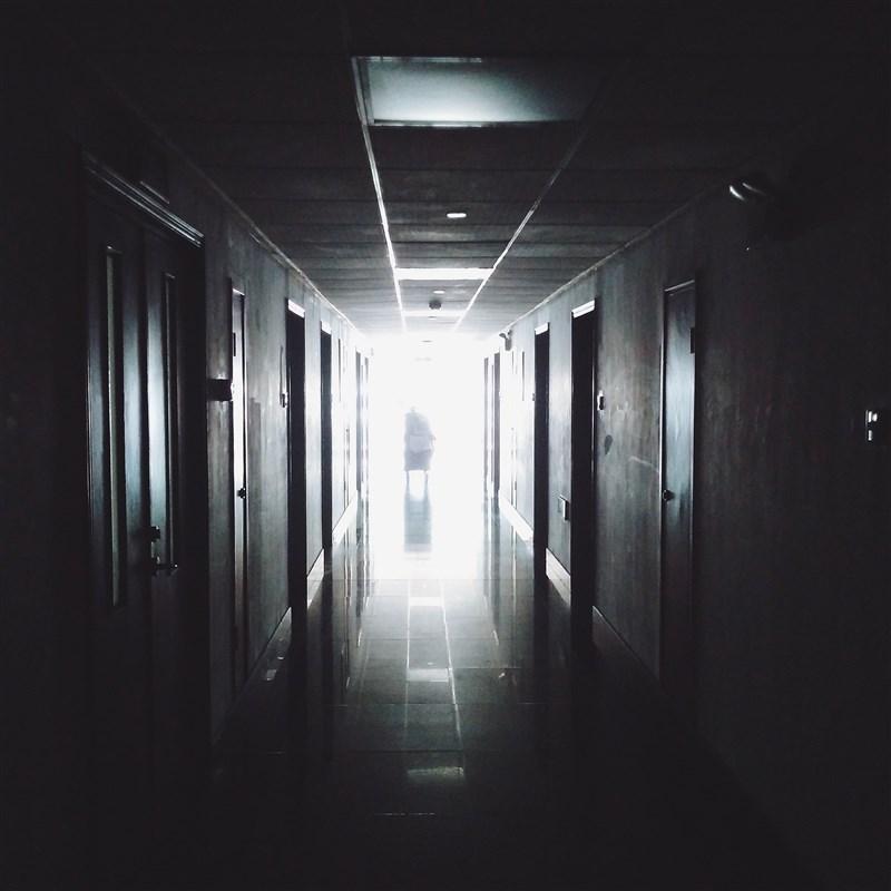 衛福部心口司司長諶立中4日說,「司法精神病院」收治患者大多有攻擊性,不僅管理有難度,不論設在哪居民都會群起抗議,相當兩難。(示意圖/圖取自Pixabay圖庫)