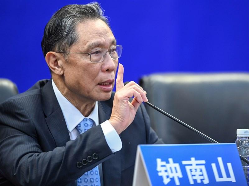中國防疫專家鍾南山指出,新冠病毒出現「環境傳人」新課題,這種傳播途徑的規律仍待研究。(中新社提供)