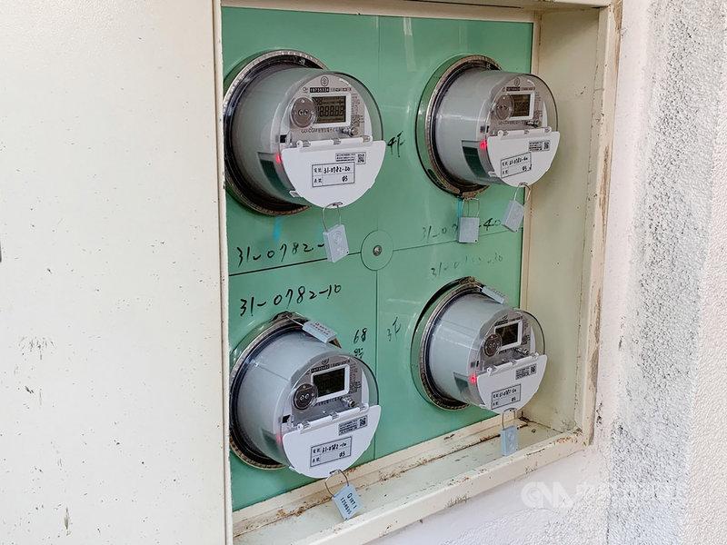 2020年全台約有百萬戶家庭完成智慧電表裝設,台電預計2021年中再推出用電預警服務,提醒用電異常或超過設定用電量的民眾必須關閉部分電器或設備。(台電提供)