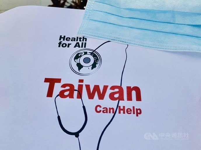 美國常駐日內瓦代表團15日在推特發文表示台灣是應對武漢肺炎疫情挑戰的典範,為國際社會分享最佳防疫措施,並提供急需的援助。圖為台灣援贈新加坡的醫療級口罩。(駐新加坡台北代表處提供)中央社