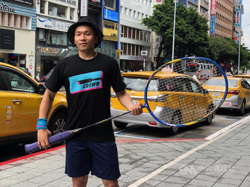 台灣羽球好手李洋18日表示,原本今年有奧運,想將論文留到明年再寫,但因奧運延期,沒有理由拖延,讓他也有額外的空檔衝刺論文。中央社記者黃巧雯攝  109年5月18日