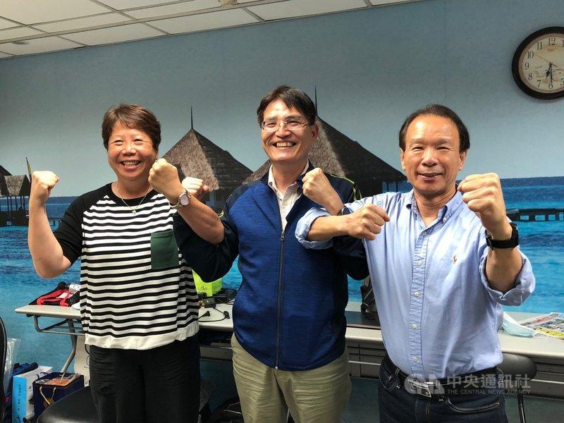 體育署和國訓中心擬舉辦模擬東京奧運對抗賽,國訓中心副執行長劉慶文(右)18日宣布,模擬賽將於8月1日至8日登場。中央社記者黃巧雯攝 109年5月18日