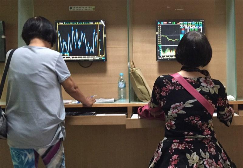 美股大漲,法人認為有利台股表現,將蓄勢挑戰10986點年線關卡。(中央社檔案照片)