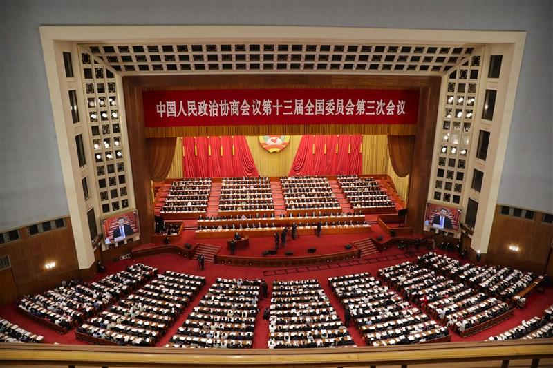中國13屆全國人大三次會議晚間舉行新聞發布會,會中宣布,議程將包括審議備受關注的「香港版國安法」。(美聯社)