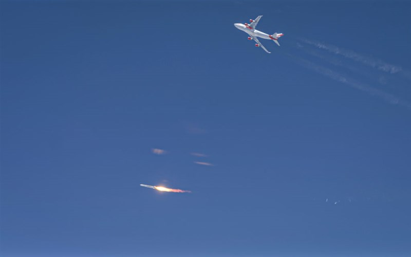 英國維珍軌道公司25日試射uncherOne火箭任務失敗。(圖取自維珍軌道公司網頁virginorbit.com)