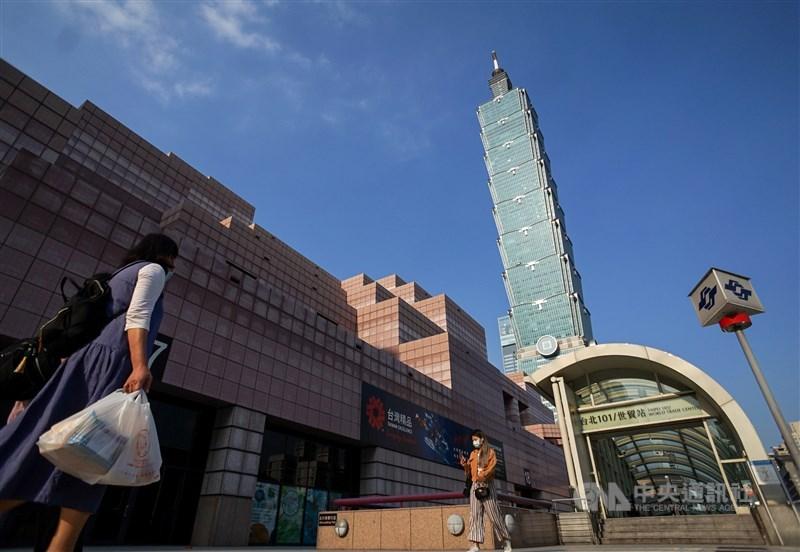 受到武漢肺炎疫情影響,主計總處28日再次下修2020年經濟成長率至1.67%。(中央社檔案照片)