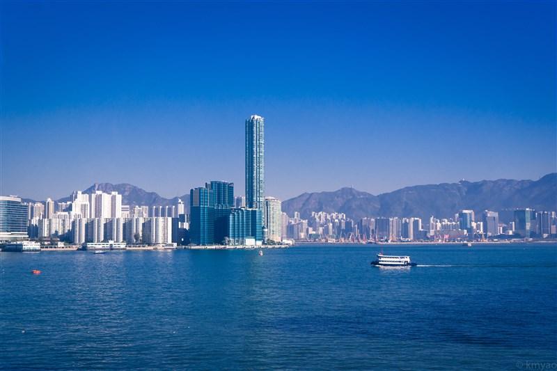中國通過港版國安法,美國極有可能取消香港特殊待遇,台商恐將遭池魚之殃。圖為香港維多利亞港。(圖取自Unsplash圖庫)