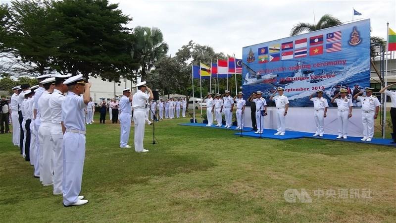 印尼近期致函聯合國秘書長,引用著名南海仲裁案的裁決,反駁中國以九段線歷史性權利主張其擁有南海主權的立場。圖為2019年9月2日美國和東南亞國家協會10國舉行首次海上聯合軍事演習。(中央社檔案照片)