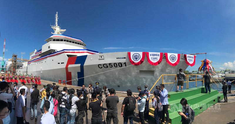 海巡署首艘4000噸級巡防艦「嘉義艦」2日在台船公司高雄廠舉行下水典禮,這也是海巡署有史以來噸位最大的艦艇,艦名以具有台灣主權意象的地名命名,有特殊意涵。中央社記者徐肇昌攝 109年6月2日