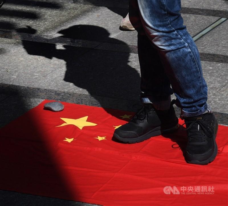 中研院社會所公布最新民調,在「中國大陸政府,是台灣的朋友」議題上,有73%的台灣民眾不同意,僅23%同意。(示意圖/中央社檔案照片)