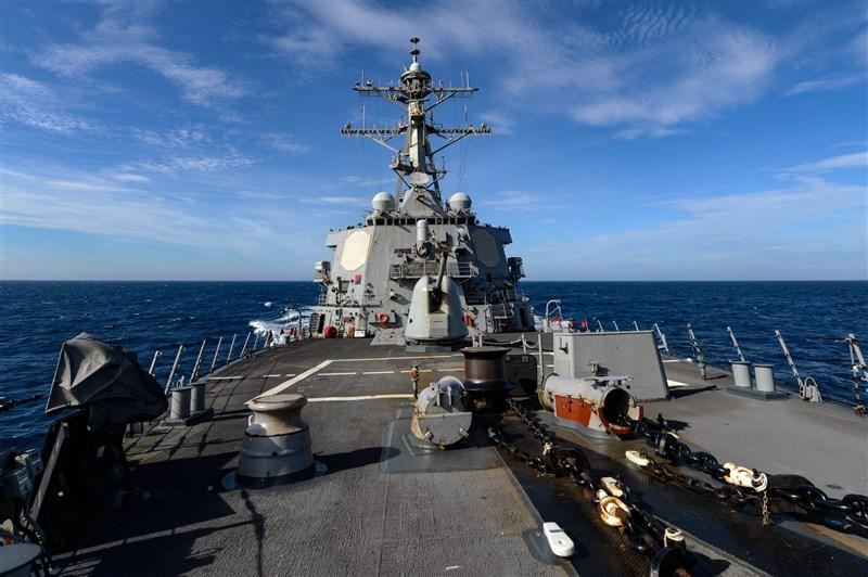 美軍勃克級驅逐艦「拉塞爾號」4日通過台灣海峽,這也是5月20日總統蔡英文與副總統賴清德宣誓就職後第一次通過台灣海峽。(圖取自facebook.com/7thfleet)