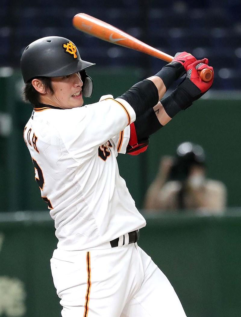 日本職棒讀賣巨人11日對上橫濱DeNA的練習賽,巨人的陽岱鋼獲得先發機會打第3棒,第1局就敲出帶有打點的安打。(圖取自twitter.com/tokyogiants)