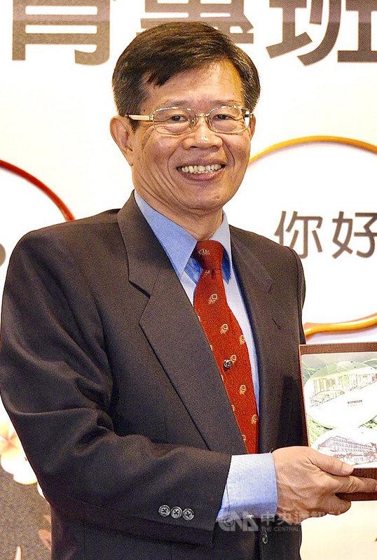 高雄市長韓國瑜罷免案通過,代理市長一職傳出將由現任高雄市政府參事楊明州(圖)出任;楊明州11日回應,未接獲長官電話,但公務人員尊重長官安排。中央社記者董俊志攝 109年6月11日