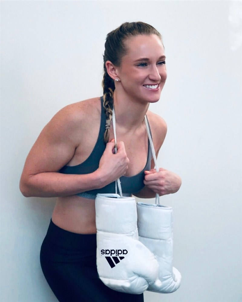 美國奧運女子拳擊培訓隊拳手福克斯辯稱,因男友用藥,性行為使得她的藥檢呈現陽性反應。(圖取自福克斯IG網頁instagram.com)