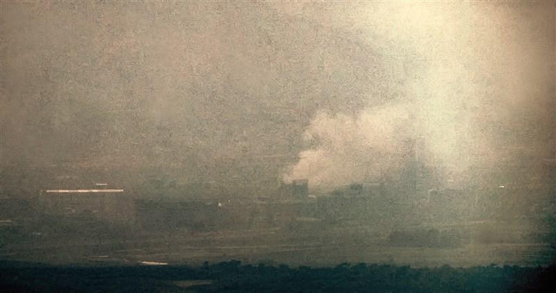 北韓當局16日炸毀位於開城工業區的兩韓聯絡辦公室。分析家表示,平壤可能正試圖製造危機,加強施壓南韓和美國。(韓聯社提供)