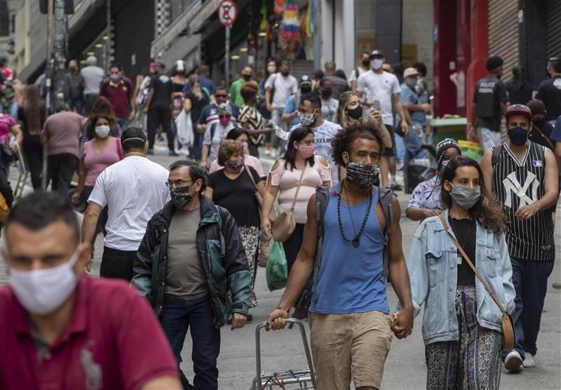 世界衛生組織21日通報,全球新增18萬3020起武漢肺炎確診病例,創下單日最高紀錄。北美和南美洲增加最多。圖為巴西聖保羅市中心購物區人潮大多戴起口罩防疫。(檔案照片/美聯社)