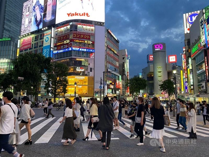 東京都從6月1日以來已連續19天單日新增病例維持2位數。圖為東京鬧區。中央社記者楊明珠東京攝 109年6月8日
