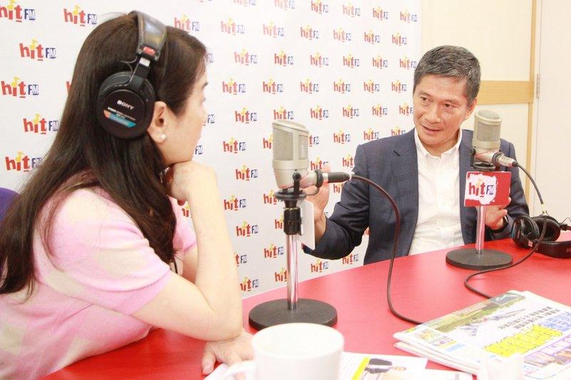 上任滿月,文化部長李永得(右)23日接受廣播專訪,首度提出「三感一力」政策,「三感是歷史感、國際感、價值感,一力則是創造力,台灣只有在過去基礎上發揮創造力跟產值,在國際才能創造台灣品牌。」(Hit Fm周玉蔻嗆新聞製作單位提供)中央社記者趙靜瑜傳真 109年6月23日