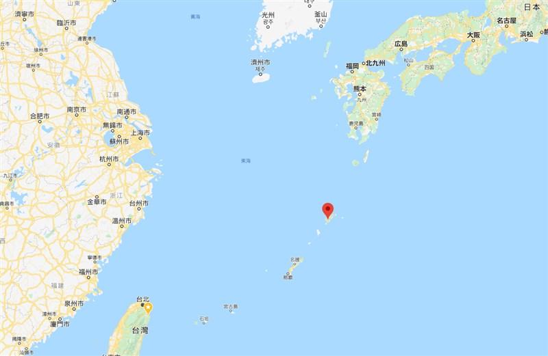 日本防衛大臣河野太郎23日表示,18日至20日潛航在鹿兒島縣奄美大島(紅標處)海域的潛艦研判是中國的潛艦。(圖取自Google地圖網頁google.com/maps)