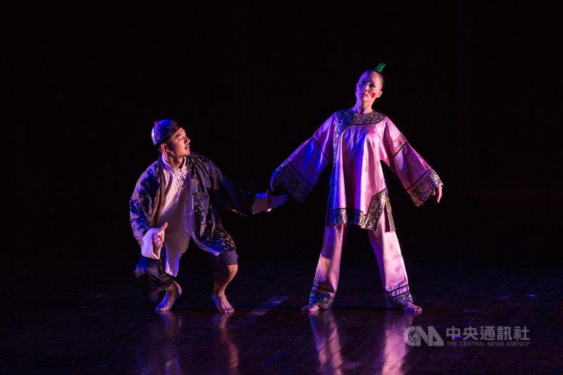 舞蹈家蔡瑞月舞作「傀儡上陣」,描繪蔡瑞月3年白色恐怖入獄期間的心路歷程。(蔡瑞月文化基金會提供)中央社記者趙靜瑜傳真 109年6月27日