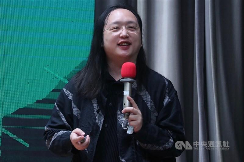 行政院政務委員唐鳳近日接受法新社專訪指出,因不同的生命經歷,她認為性別認同是資產,更能同理弱勢者。(中央社檔案照片)