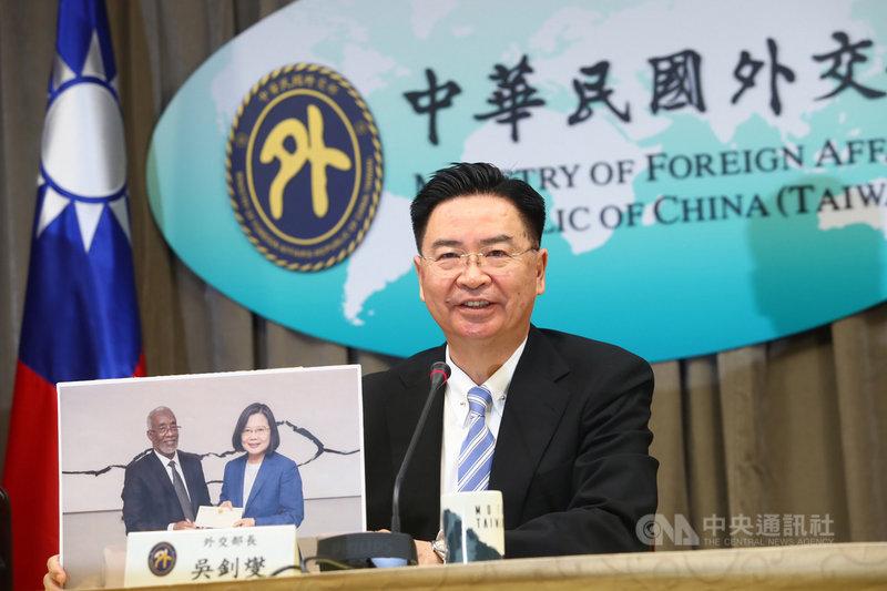 外交部長吳釗燮1日下午出席記者會說明,台灣將與非洲國家索馬利蘭互設代表處,為台灣外交重大進展。中央社記者王騰毅攝 109年7月1日