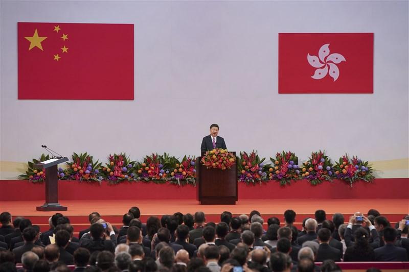 紐時指出,中共總書記習近平對各國反對「港區國安法」毫不在意,顯示他按照獨裁方式「重塑香港」的決心。圖為習近平2017年於香港回歸20週年大會發表談話。(檔案照片/中新社提供)