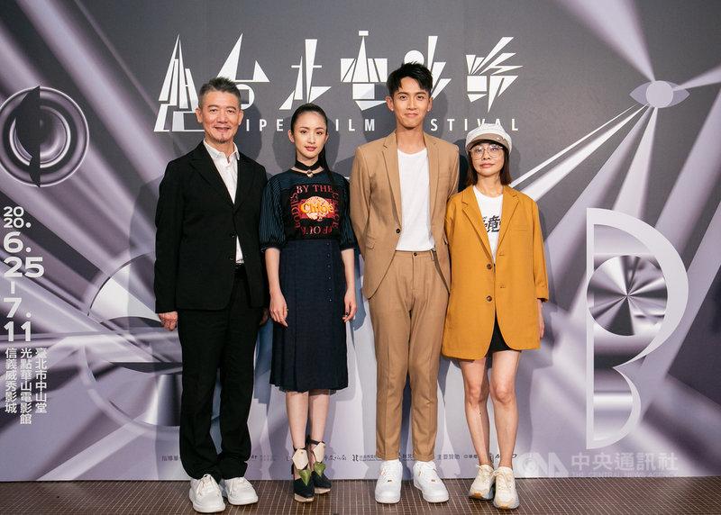 電影「打噴嚏」5日在台北電影節舉辦世界首映,出品人柯耀宗(左起)、主要演員林依晨、柯震東、監製柴智屏出席。(台北電影節提供)中央社記者葉冠吟傳真 109年7月5日