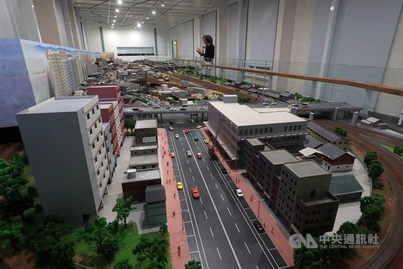 台灣博物館鐵道部園區將在7日開放,除了古蹟建築為亮點外,2樓展間也耗資新台幣2300萬元,打造1970年代台北車站附近的街道模型。中央社記者吳家昇攝 109年7月5日