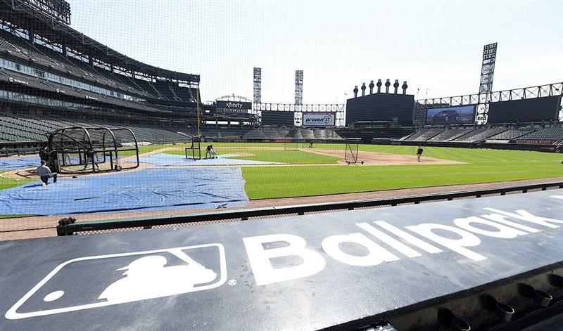 美國職棒大聯盟MLB芝加哥白襪5日宣布,陣中2名球員武漢肺炎檢測呈陽性反應,正進行隔離。圖為芝加哥白襪隊球員正在練球。(圖取自facebook.com/WhiteSox)