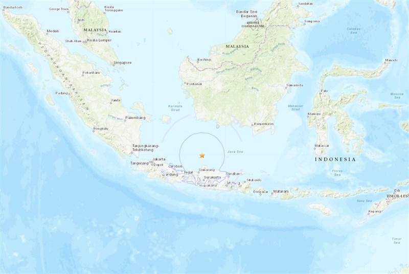 印尼爪哇島外海7日一早發生規模6.6地震,震源深度超過500公里。(圖取自美國地質調查所網頁earthquake.usgs.gov)