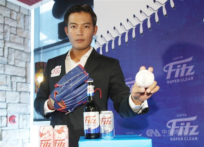 前旅美左投王維中9日宣布,將投入今年中華職棒季中選秀,他表示,最近都有在維持訓練。中央社記者張新偉攝 109年7月9日