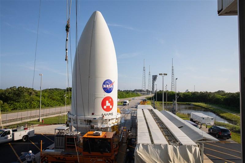 美國國家航空暨太空總署今夏將發送火星探測器「毅力號」,蒐集石頭及土壤樣本,解析火星過去曾有的宜居環境與生命跡象。(圖取自twitter.com/NASAPersevere)