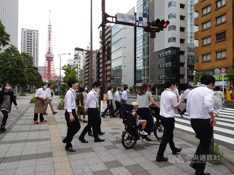 日本東京都12日單日新增206例,是首度連續4天破200例,目前累計病例數7927例,是日本47個都道府縣中疫情最嚴重的地區。(中央社檔案照片)