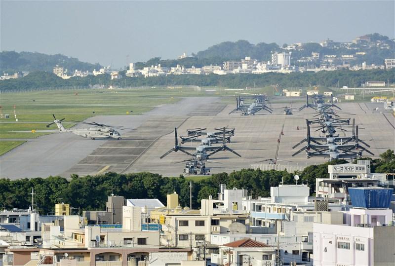 發生群聚感染的駐日本沖繩美軍基23日新增14例確診病例,13例發生在漢森營、1例在普天間機場(圖),累計病例數163例。(共同社)