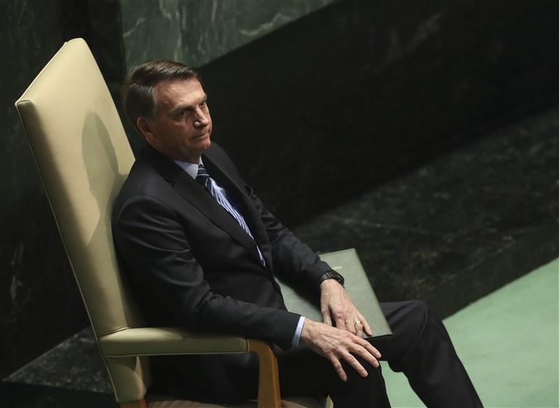 因武漢肺炎採檢陽性隔離近一週的巴西總統波索納洛13日宣布,因為受不了隔離,打算再次採檢。(安納杜魯新聞社提供)
